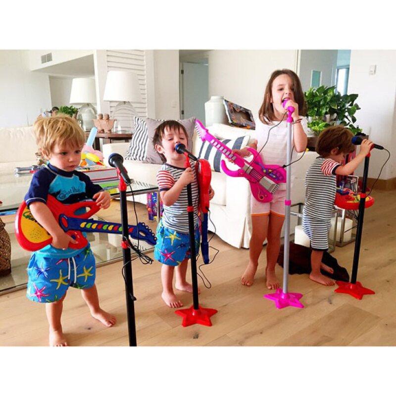 Los Reyes Magos llegaron a la casa de la conductora y, junto con los regalos para sus pequeños, también estrenó un nuevo grupo musical.
