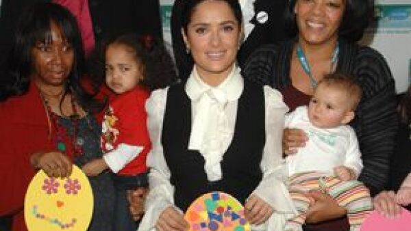 La actriz mexicana y la organización arrancan la segunda fase de la campaña Un paquete = una vacuna, que en EU y Canadá recauda fondos para erradicar el tétanos materno y neonatal.
