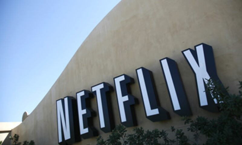Amazon y Netflix son conocidas por hacer apuestas audaces que a menudo involucran fuertes gastos. (Foto: Reuters)