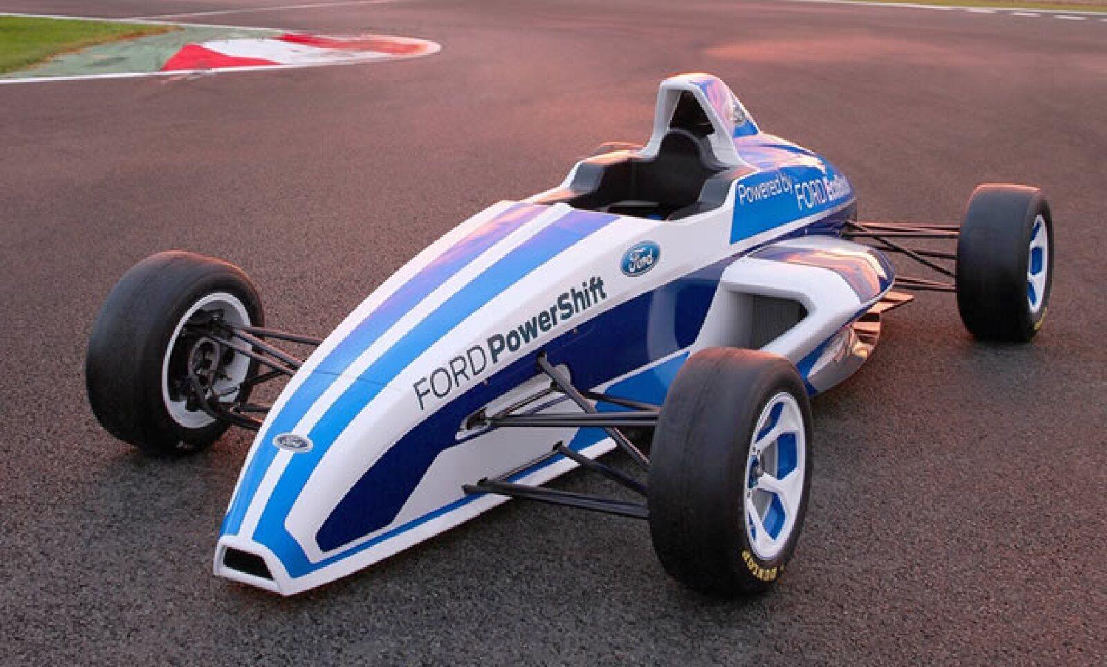El vehículo es impulsado por un motor EcoBoost de 1.6 litros de cuatro cilindros, con 158 caballos de fuerza, que son manejados por una caja de cambios secuencial de seis velocidades.