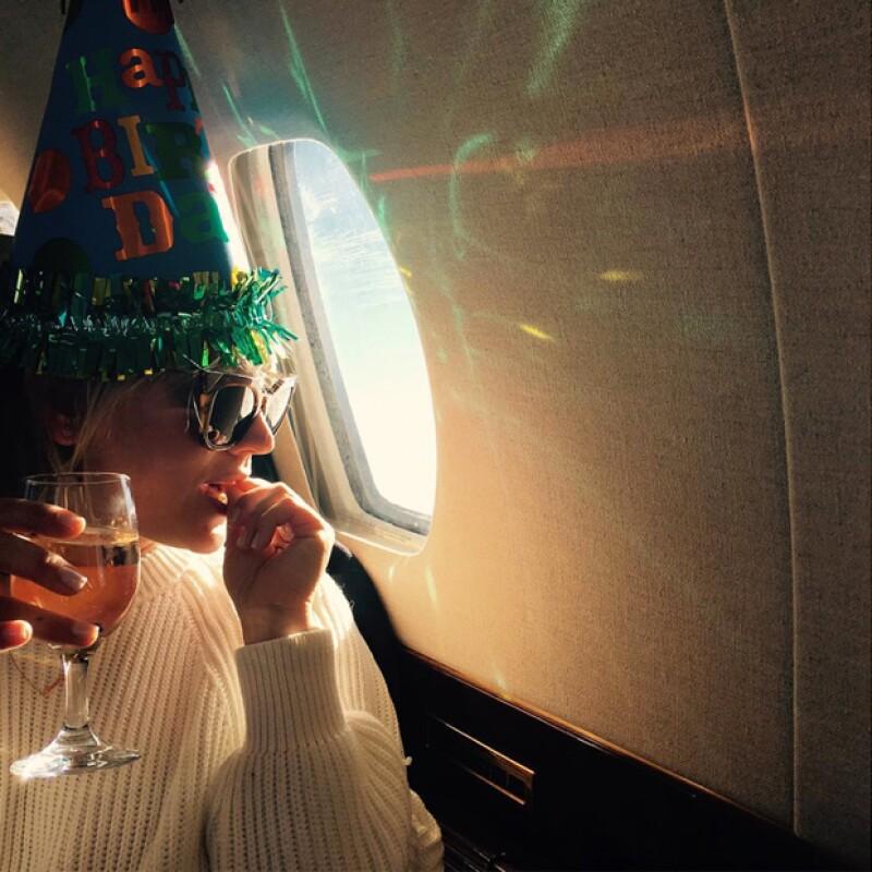 La actriz y sus amigos volaron a México para el fin de semana.