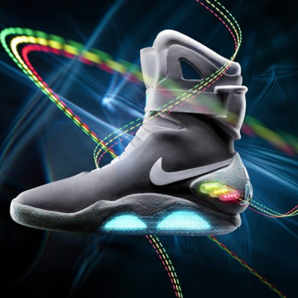 La marca deportiva Nike decidió producir 1,500 pares de tenis, en honor a los que utiliza Michael Fox, en la cinta 'Back to the Future'.