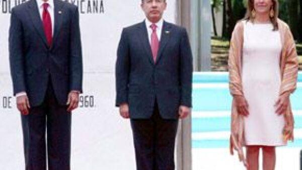 """El mandatario estadounidense sedujo con su carisma natural a la prensa y los asistentes, entre ellos a Margarita Zavala a quien se refirió como """"Maravillosa primera dama""""."""