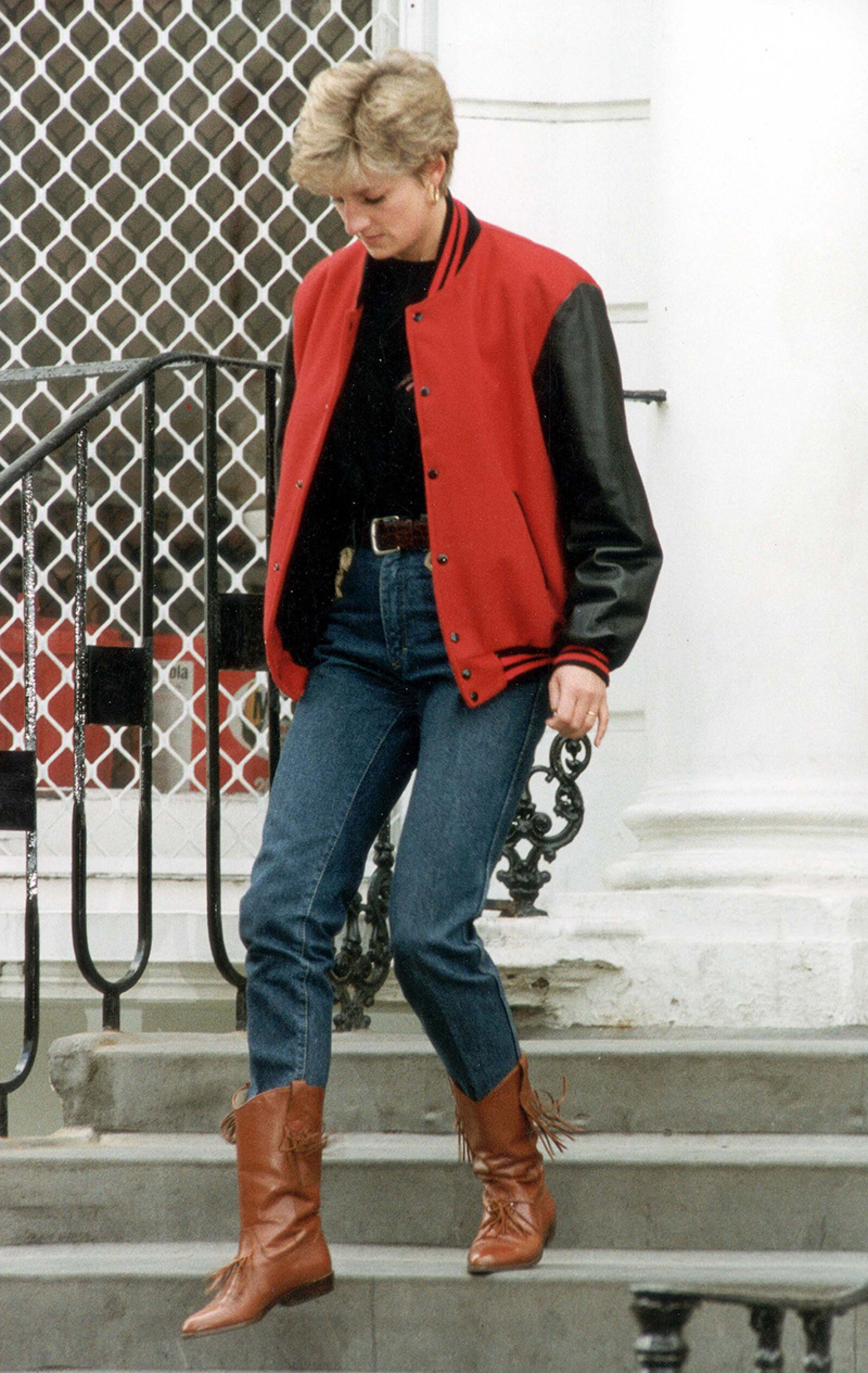 Diana Princess Of Wales - 1992 Princess Di Takes Prince Harry Back To School....