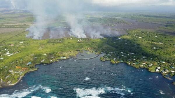 La lava del Kilauea impacta una bahía y evapora el lago más grande de Hawái