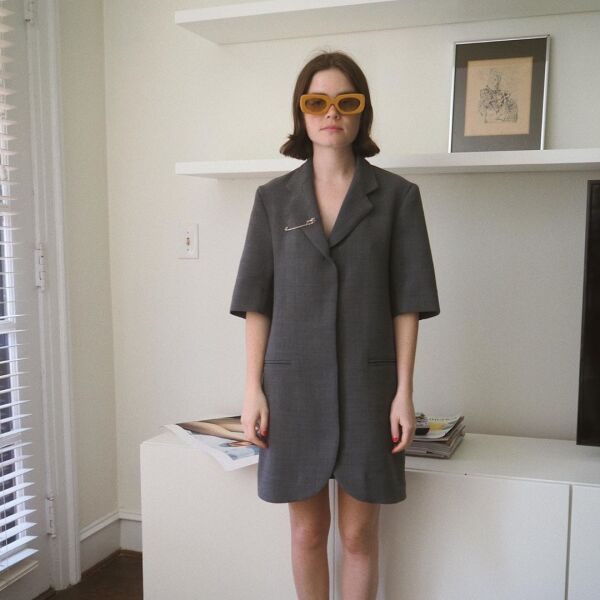 Reese Blutstein usó su saco como vestido, ¡Todo se le ve bien a ella!