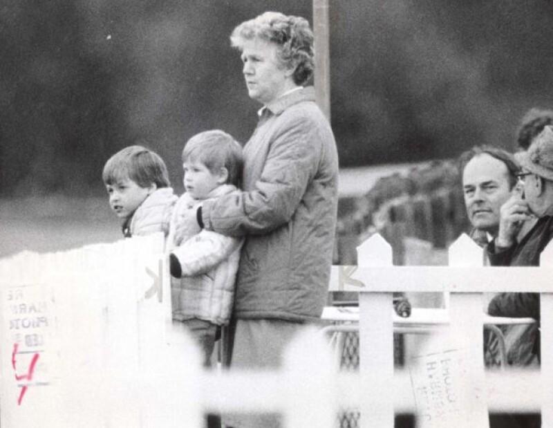 Mrs Powell fue un gran apoyo para los príncipes cuando sus padres se divorciaron.