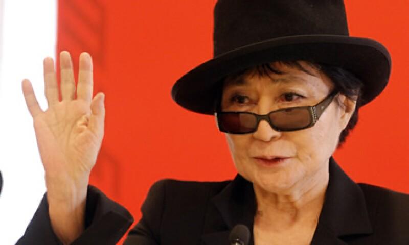 En los años 60, Yoko Ono se propuso crear una película que incluyese la cara sonriente de cada persona en el mundo. (Foto: AP)