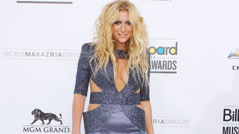 La cantante estadounidense Kesha presentó una demanda en contra de su productor por violencia y abuso sexual