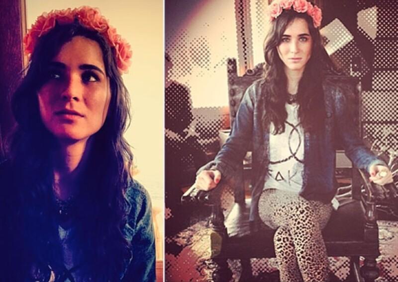 Seguidas de frases de la romántica canción, Karla le compartió a su novio estas fotos en las que aparece muy `vintage´.