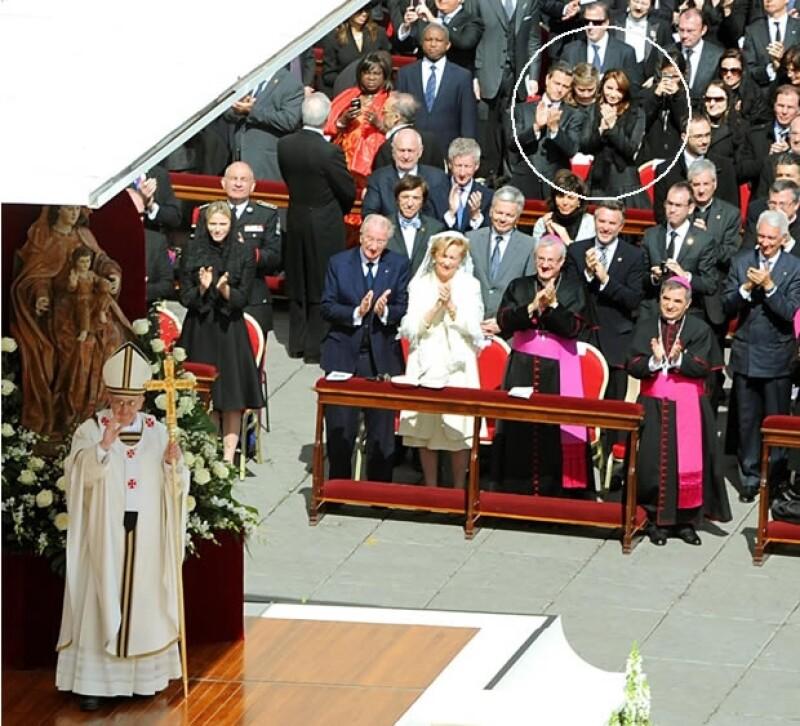 Aquí se puede ver a Peña Nieto, Angélica y sus hijas durante la misa.