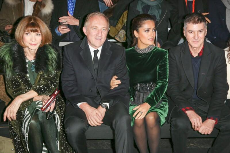 Sin ser la tonalidad de la temporada, la actriz lució un look verde esmeralda, al igual que la editora de Vogue.