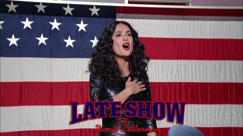 La actriz acudió al programa de David Letterman, donde demostró que se sabe toda la letra de `The Star-Spangled Banner´ a la perfección, sin embargo, con el de México optó por no cantarlo completo.