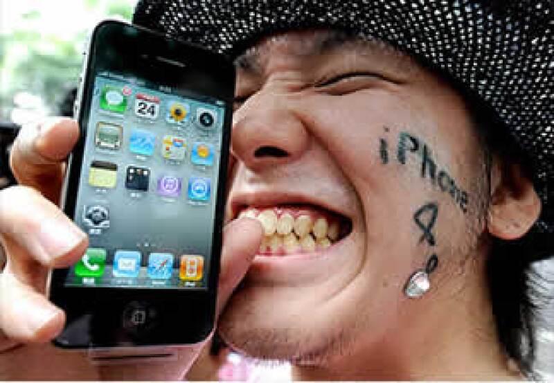 AT&T se ve beneficiado de la satisfacción que muestran los usuarios del iPhone con el teléfono, según expertos. (Foto: Cortesía Fortune)