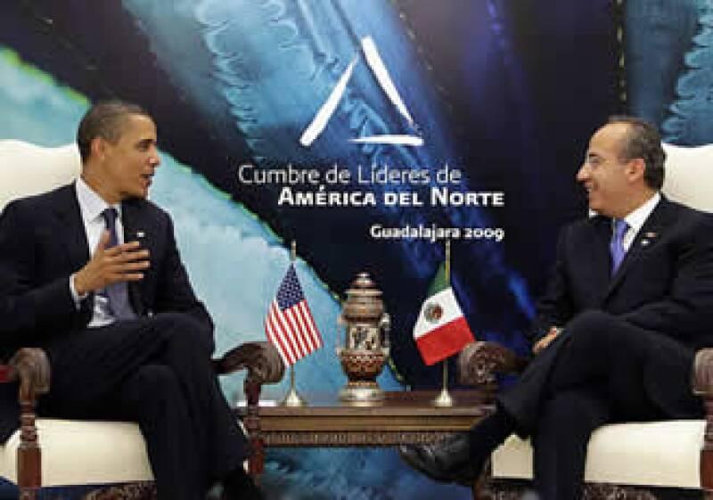 Felipe Calderón y Barack Obama iniciaron la reunión bilateral de la cumbre norteamericana. (Foto: AP)