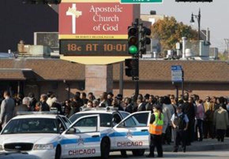 Mucha seguridad reinó durante el funeral de los familiares de la cantante.