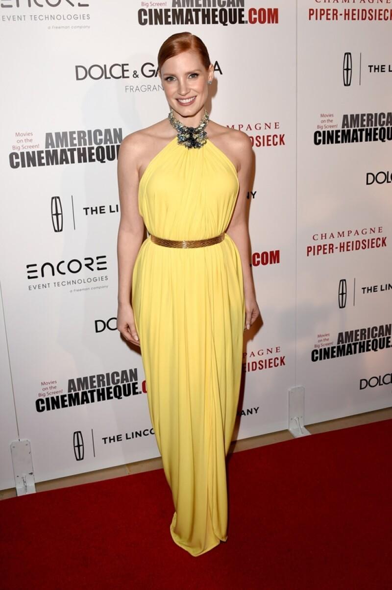 Jessica Chastain lució muy guapa para la ocasión eligiendo el amarillo como su aliado.