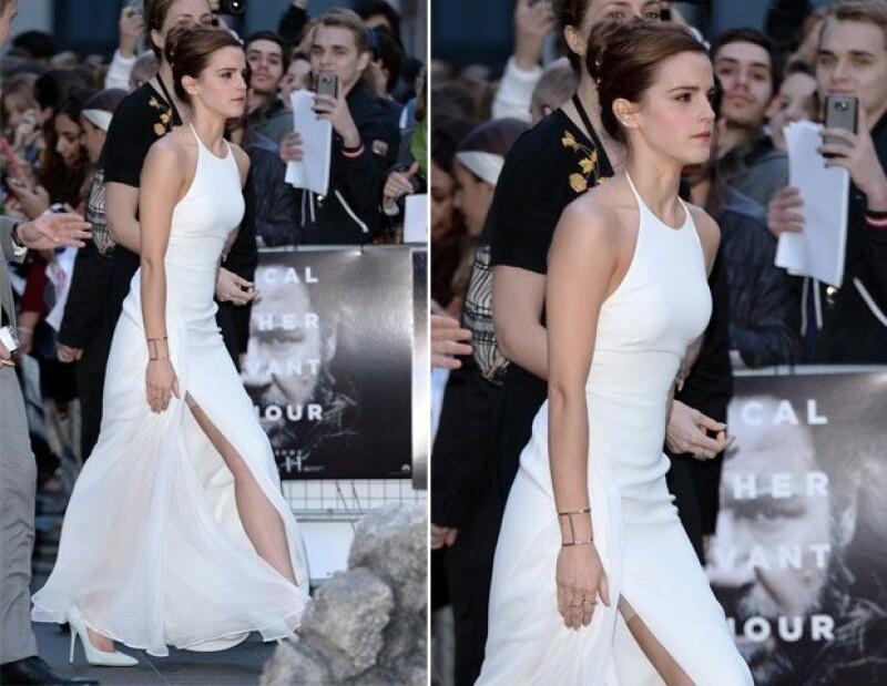 Emma, al igual que otras celebridades, usa spanx para lucir mucho mejor un atuendo.