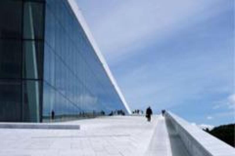 El edificio se levantan del fiordo. (Foto: SnØhetta)