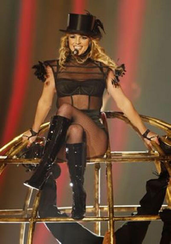 La polémica cantante recibe opiniones encontradas tras su actuación en un reality.