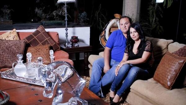 Para Rodrigo, de 22 años, fueron suficientes seis meses de noviazgo para sorprender a Gabriela en Europa con el anillo de compromiso.