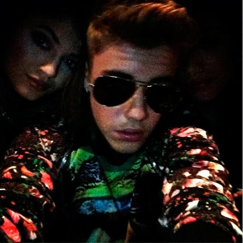 """El astro pop publicó una imagen junto a la menor de las hermanas Jenner, luego de que se dijera que entre ellos había habido """"coqueteos"""" que disgustaron a Selena Gomez."""