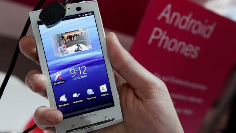 XPeria X10 teléfono móvil usando sistema Android