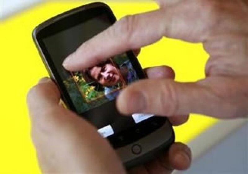 Desde que Google lanzó su plataforma Android, las búsquedas Web de la empresa en móviles han crecido 500%. (Foto: Reuters)