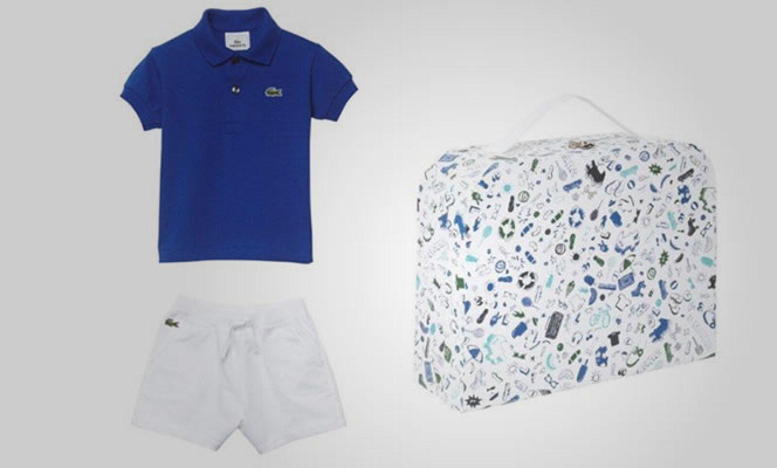 Este paquete para niños contiene una pequeña playera polo en color azul y shorts en color azul.