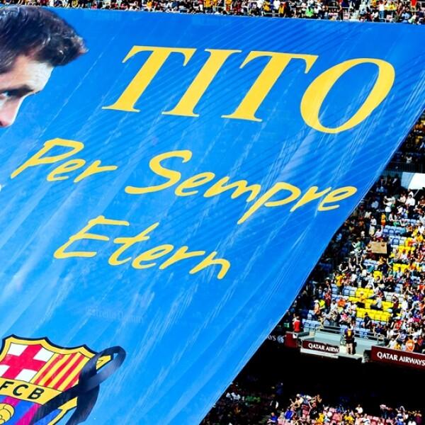 El estadio del Barcelona exhibe una foto del exdirector técnico Tito Vilanova que falleciera a consecuencia del cáncer en abril pasado
