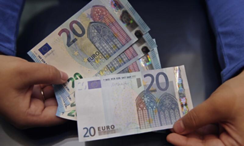 El billete tiene una ventana que presenta la imagen mitológica de Europa. (Foto: Reuters)