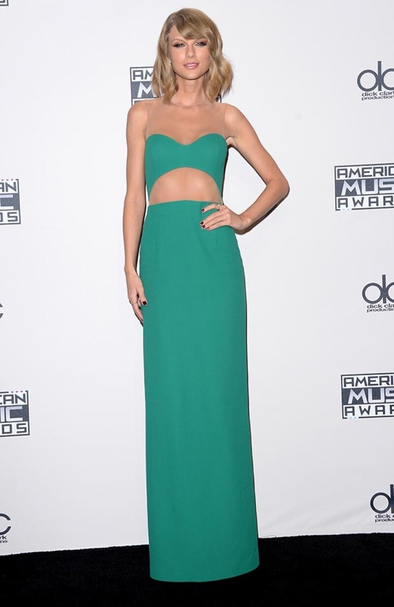 Taylor Swift lució natural con este elegante diseño Michael Kors.