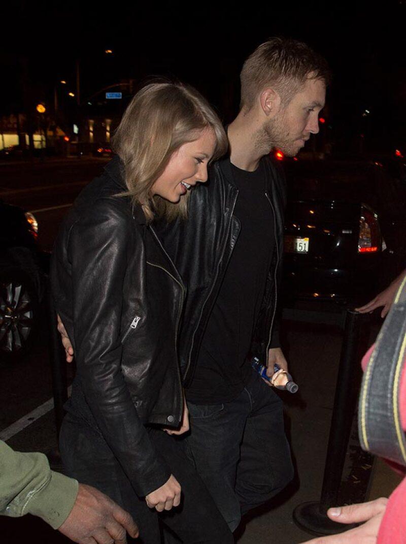 Taylor y Calvin no termieron ser vistos tomados de la mano a la salida de un concierto.