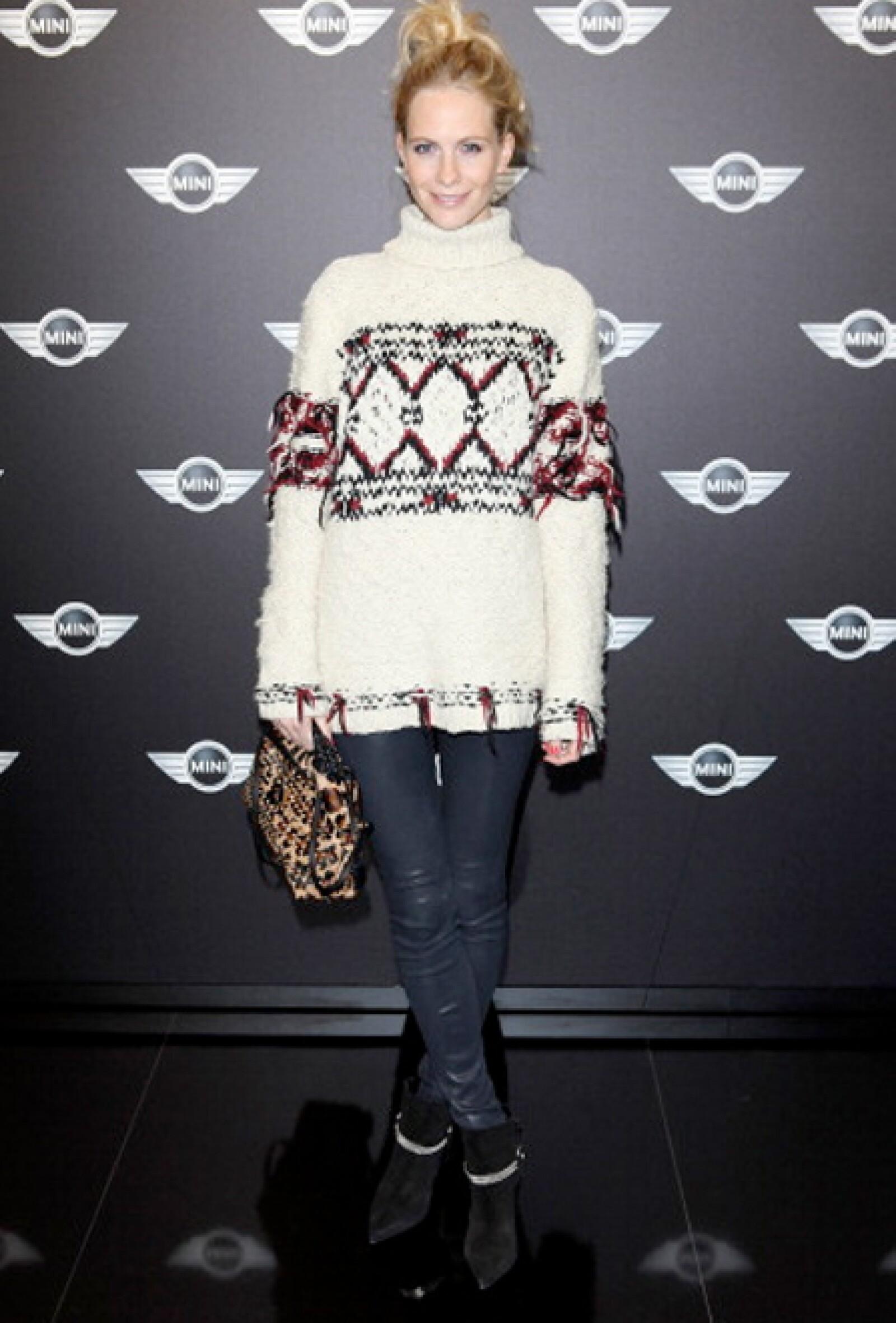 La hermana de Cara tiene una gran colección de suéteres.