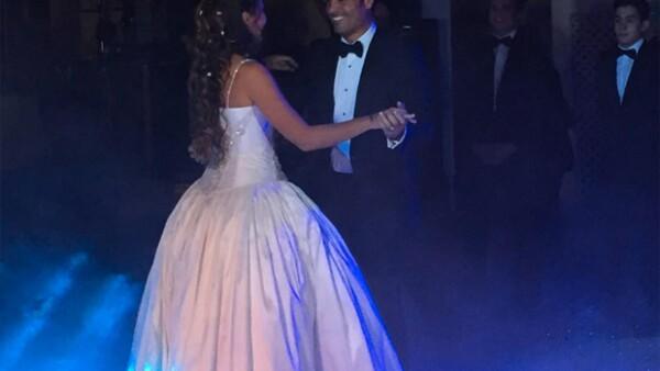 El cantante y su hija disfrutaron de una divertida tarde en la pista de baile, donde demostraron que el ritmo lo traen en la sangre.