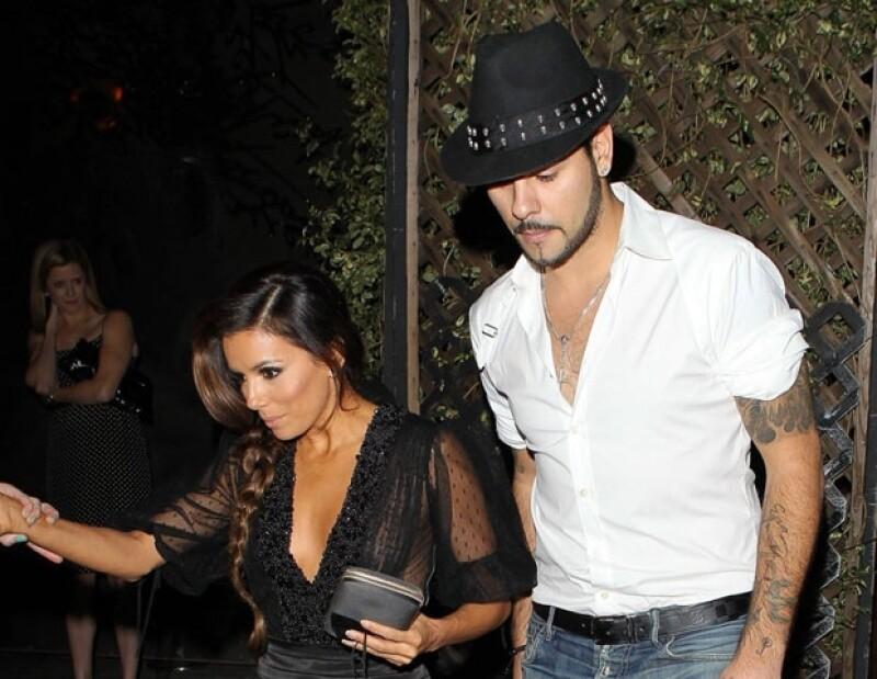 La actriz y el cantante fueron vistos en un restaurante de West Hollywood; los medios afirman que ambos se reconciliaron.