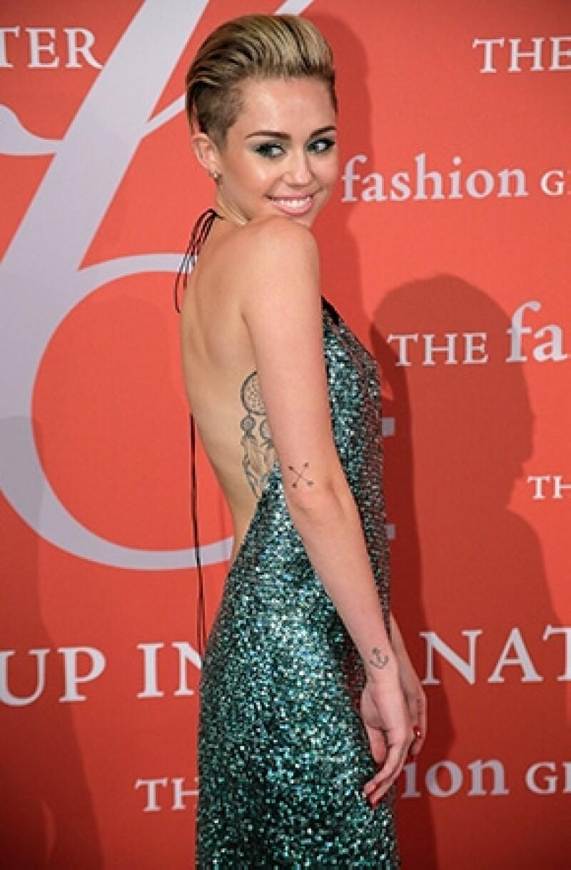 En sus recientes apariciones públicas Miley parece haber dejado las actitudes forzadas en el pasado. Se ha mostrado tranquila y muy amable con sus fans.
