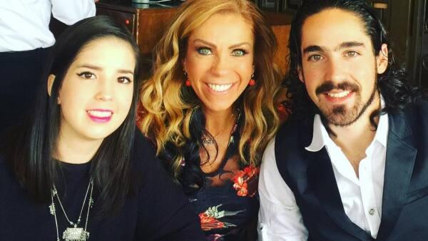 Rocío Sánchez Azuera y sus hijos Daniela y José Luis