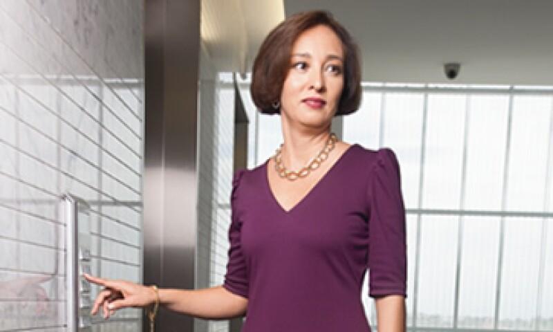 Gabriela Hernández, directora general de General Electric, demuestra que las mujeres pueden mantener su personalidad femenina aun en sectores tradicionalmente masculinos. (Foto: Adán Gutiérrez)