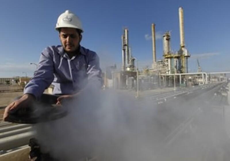 Libia bombea 1.6 millones de barriles por día de crudo en circunstancias normales. (Foto: AP)