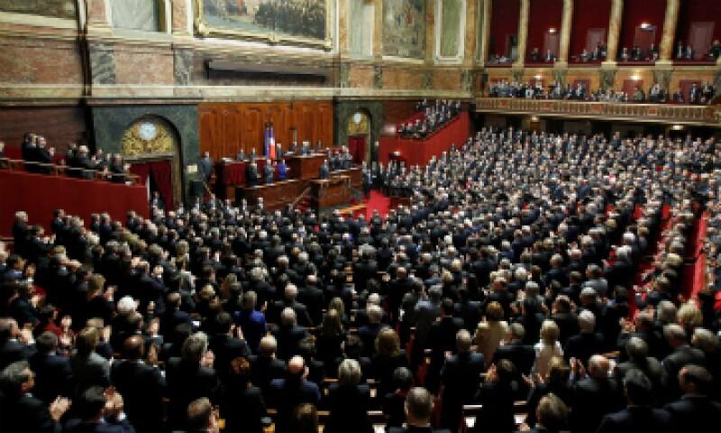 El presidente francés presentó el proyecto de ley ante ambas cámaras tras los atentados de París. (Foto: Getty Images)