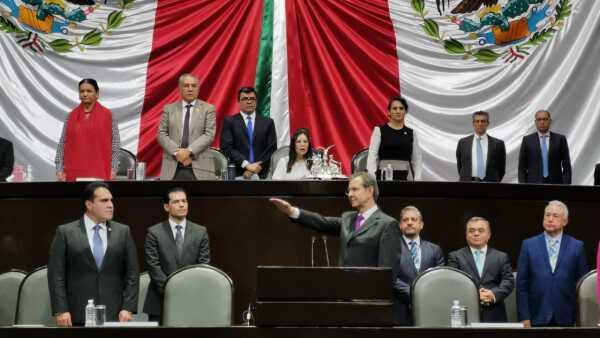 Esteban Moctezuma fue cuestionado por diputados por los recortes presupuestales y la reforma educativa.