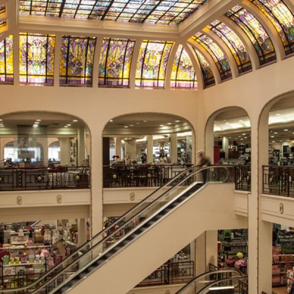 La cadena de almacenes comenzó con un estilo inspirado en las grandes tiendas de París, Nueva York, Londres y Chicago. El nombre de 'Palacio de Hierro' surge del asombro de la sociedad mexicana por los materiales con los que estaba hecho el edificio.