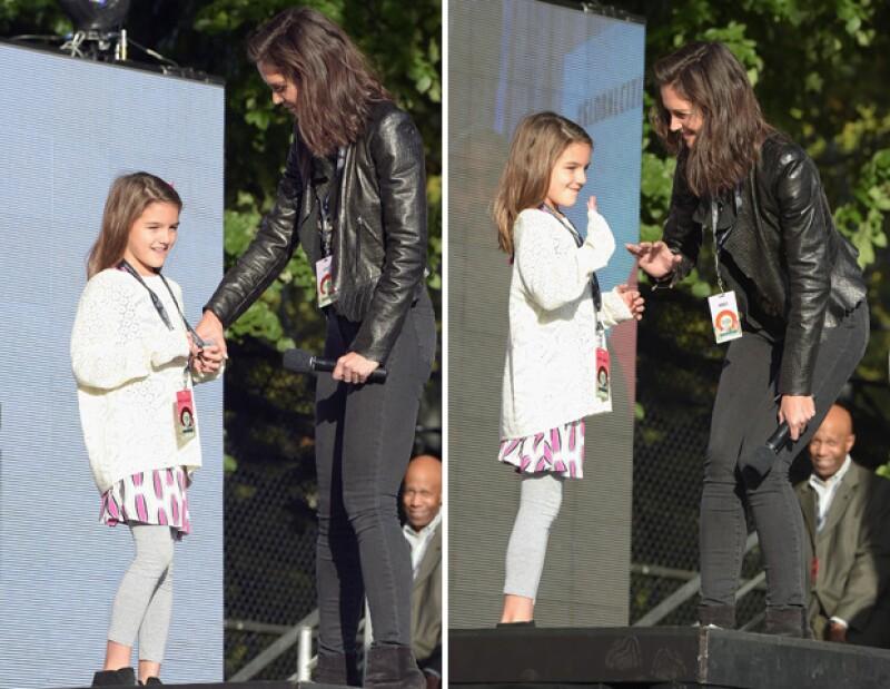 Katie Holmes llevó a su hija al Global Citizen Festival y le pidió que subiera al escenario por primera vez para saludar al público.