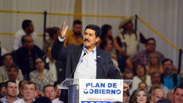 Ante sus simpatizantes, Javier Corral presentó su Plan de Gobierno. La politóloga Denisse Dresser y el dirigente nacional del PAN, Ricardo Anaya, lo acompañaron durante el evento.