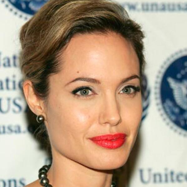 Así luce ahora Angelina Jolie, evidenciando que el tiempo no pasa por su cara.