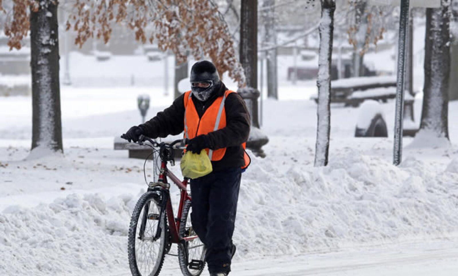 El servicio meteorológico emitió información de que los vientos fríos podrían poner en riesgo la vida humana en el oeste y centro de Dakota del Norte, con temperaturas  de hasta -51 grados centígrados.