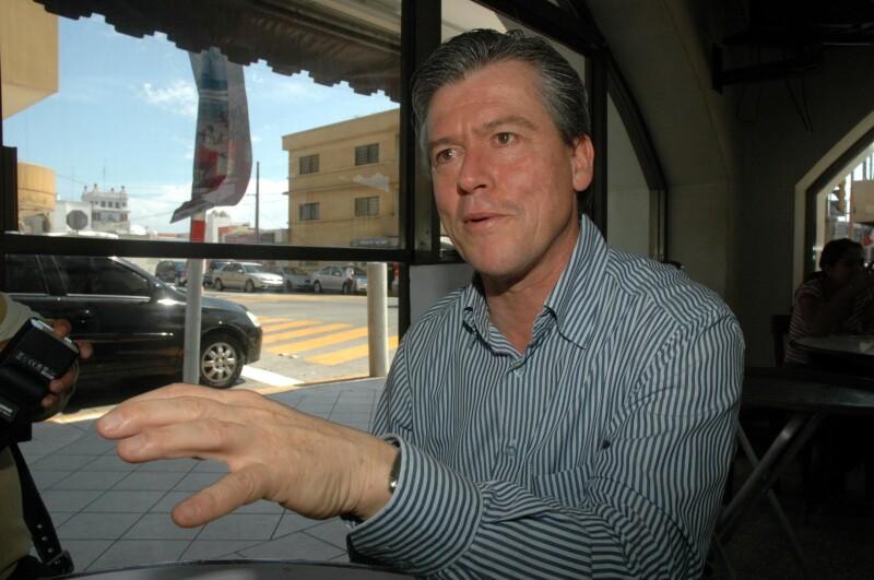 Gerardo Buganza buscó la candidatura al gobierno de Veracruz en 2004 bajo las siglas del PAN, al que renunció posteriormente en 2010.