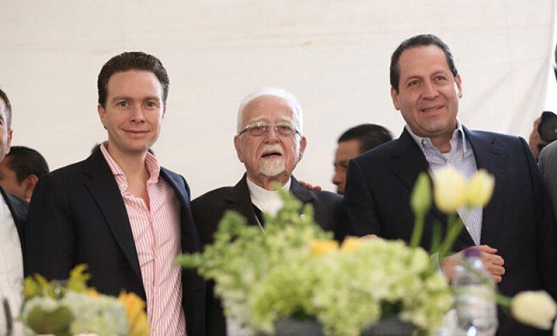 Cada año la fiesta para celebrar al Arzobispo metropolitano reúne a la elite de la política y la sociedad mexicana, pues se ha ganado el cariño y respeto de todos.