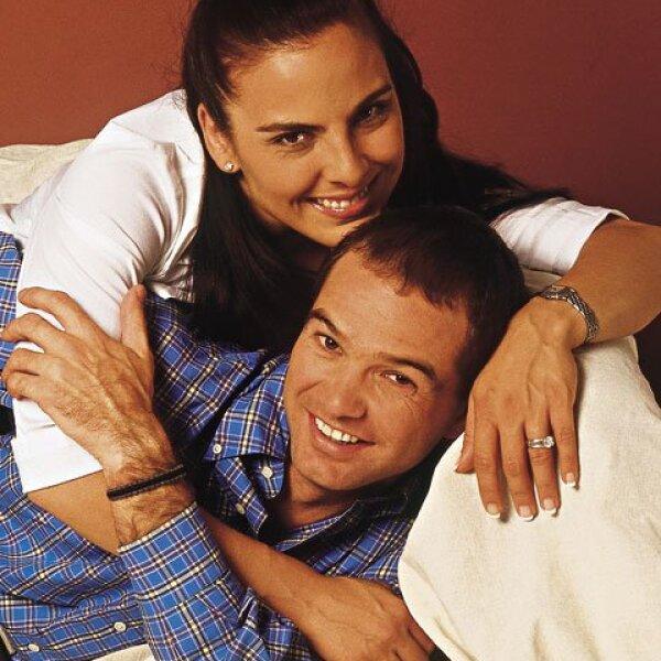 Kate del Castillo y Luis García contrajeron nupcias el 3 de febrero de 2001. Se divorciaron en 2004. Actualmente el ex futbolista tiene una relación con Rocío Lara; mientras Kate continua su noviazgo intermitente con Aarón Díaz.